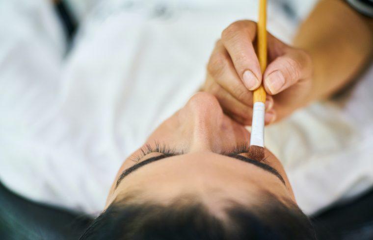 eyeborw tattooing